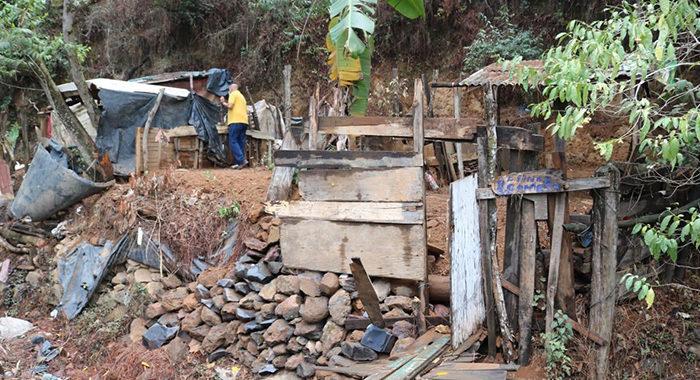 En peligro, 200 familias que viven en zonas con riesgo de deslave en Uruapan; autoridades piden evacuar