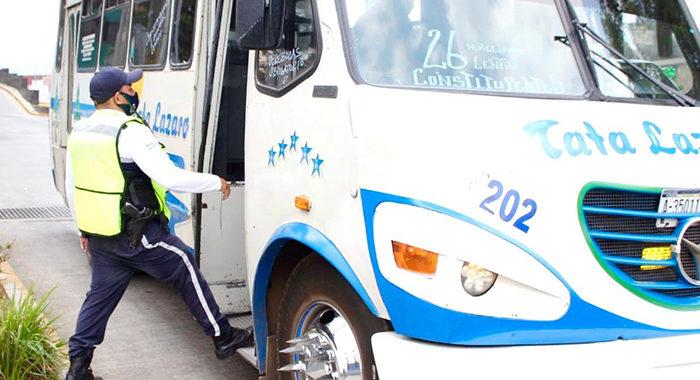 Ya suman 300 multas a negocios y transporte público en Uruapan por no acatar medidas sanitarias
