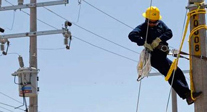 Tras recortes masivos de luz, Silvano dice a AMLO que intervenga con la CFE