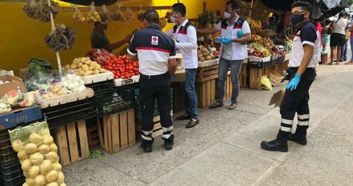 Distribuye Cruz-Roja Tecpan insumos para desinfección del mercado municipal Lázaro Cárdenas