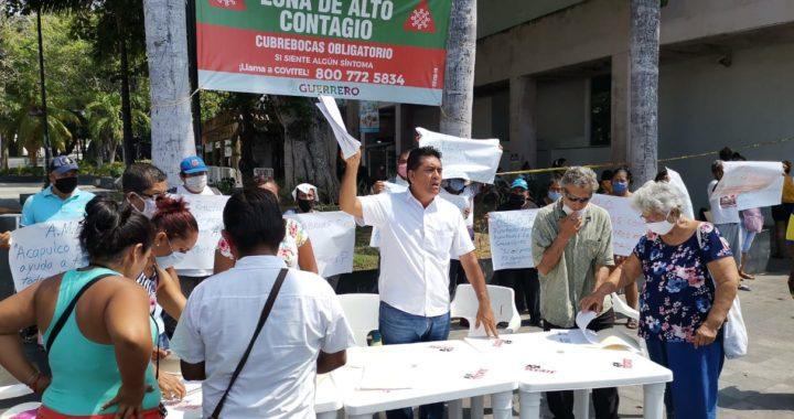 Exigen comerciantes y restauranteros de Pie de la Cuesta ser apoyados por AMLO, marchan en La Costera