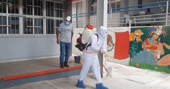 Fumigan y limpian la Prepa 23 de San Jerónimo de Juárez; buscan evitar contagios por COVID-19
