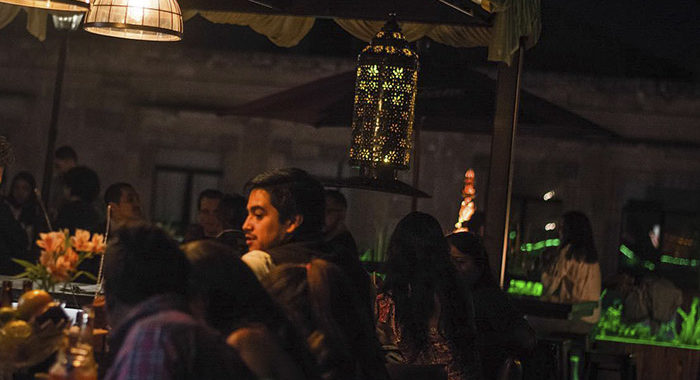 Tras 17 años de servicio cierra famoso bar Zacarías; desocupan edificio en el centro de Morelia