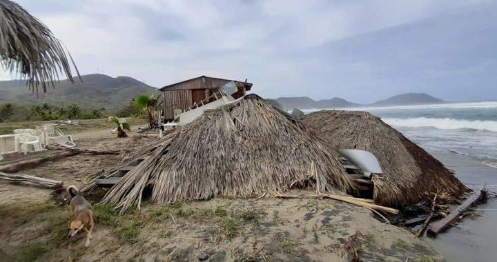 Afecta restaurantes y enrramadas el mar de fondo en Bahías de Papanoa