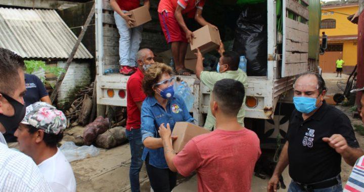 RECORRE Y ENTREGA APOYOS LA PRESIDENTA DEL DIF GUERRERO, MERCEDES CALVO EN ZONA AFECTADA POR LA TORMENTA TROPICAL HERNÁN