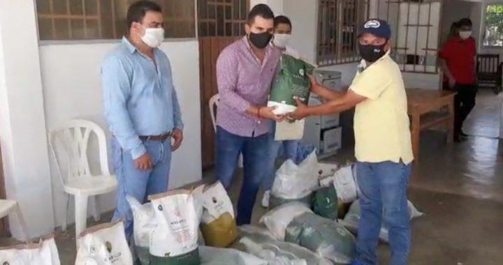 Reciben apoyo de Yasir para pastizales ganaderos de Tecpan de Galeana