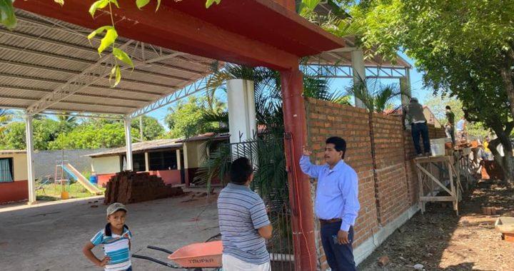 La educación y mantenimiento en la infraestructura educativa de los rubros principales que atiende el alcalde Crescencio Reyes en La Union