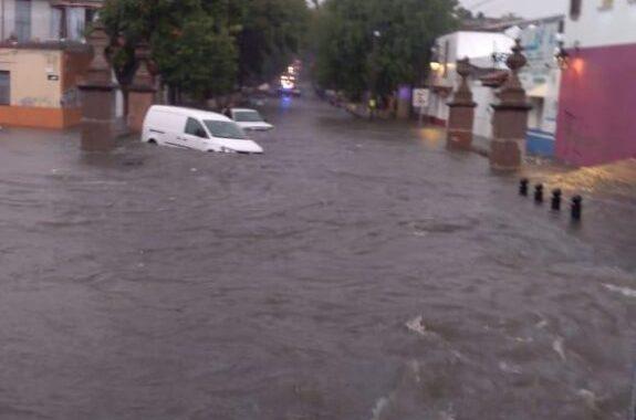 Registran inundaciones y encharcamientos en colonias tras la lluvia en Morelia