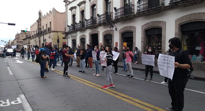 Aspirantes a maestros acusan corrupción y negocio en examen de ingreso a las Normales del estado