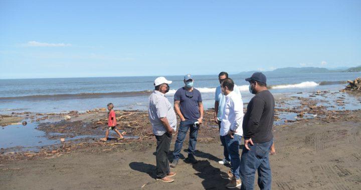 Gobierno de Zihuatanejo avanza en los trabajos de limpieza en playa Linda
