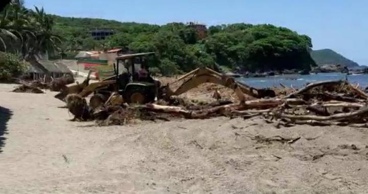 Agradecen pobladores de Bahías de Papanoa intervención de autoridades municipales para limpiar las playas