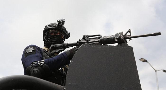 Detienen a 13 personas que agredieron a policías en Tuxpan y les aseguran 3 vehículos