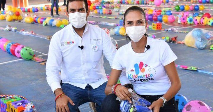 Presidente Jorge Sánchez agradece solidaridad de zihuatanejenses en Kilómetro del Juguete