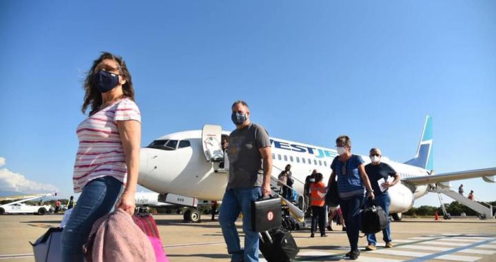 Presidente Jorge Sánchez Allec recibe primer vuelo de Canadá