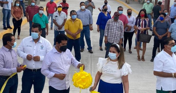 Crescencio Reyes inaugura calle Nacional y entrega camión prensa
