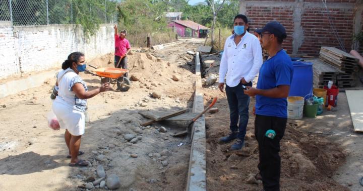 Más obras de infraestructura urbana para Petatlán.