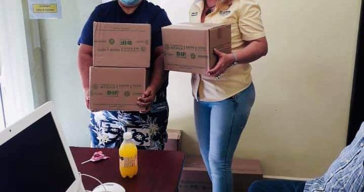 DIF Municipal entrega silla de ruedas y paquetes alimentarios en La Unión