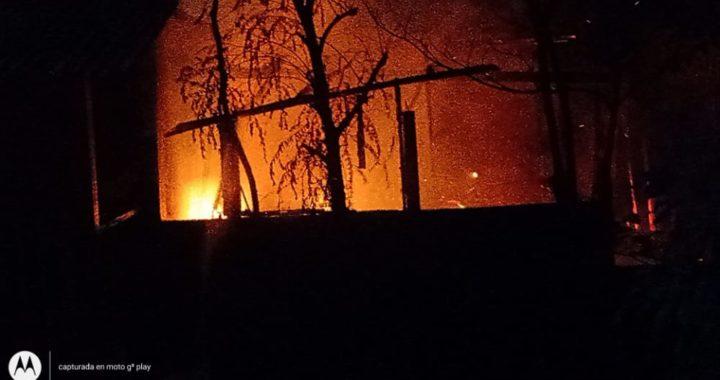 Consume incendio una carpintería en El Súchil, Tecpan de Galeana