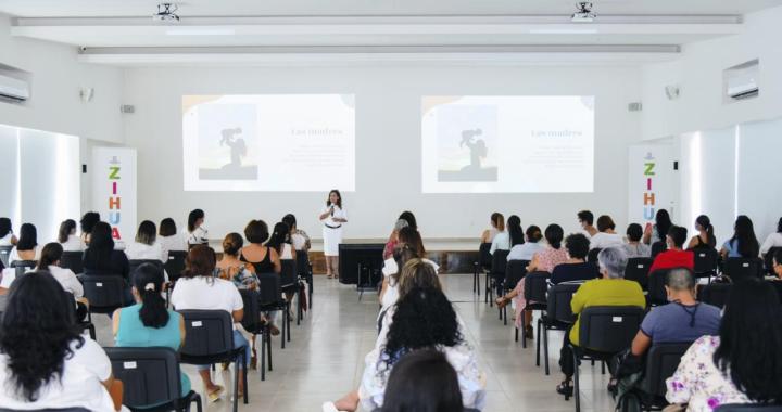 En el Marco del Día Internacional de la Mujer, el gobierno municipal de Zihuatanejo llevó a cabo un ciclo de conferencias dirigidas a todas las mujeres de Zihuatanejo
