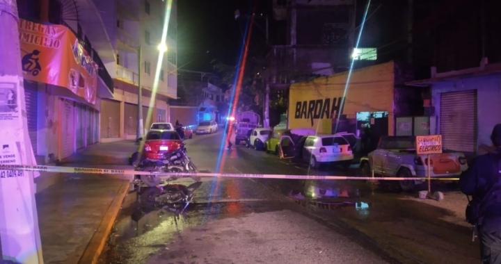 Incendian vehículo y tirotean dos talleres mecánicos en colonia Morelos, en Acapulco