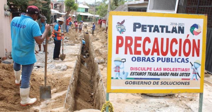 El gobierno de Petatlán continúa atendiendo obras prioritarias.