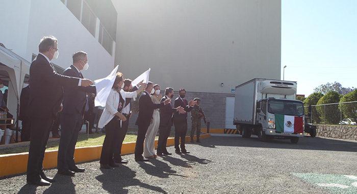 Sale de Querétaro el primer millón de vacunas chinas contra COVID envasadas en México