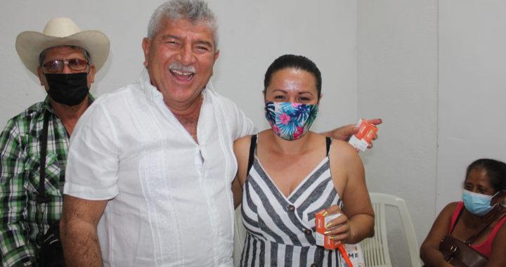 EL GOBIERNO DE PETATLÁN, CAPACITA Y ENTREGA MEDICAMENTOS A PROMOTORES DE SALUD.