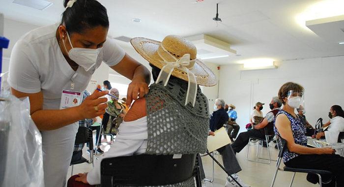 Insistirán en vacunación para médicos del sector privado en Michoacán