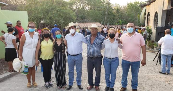 Crescencio Reyes recorre colonias de la cabecera municipal