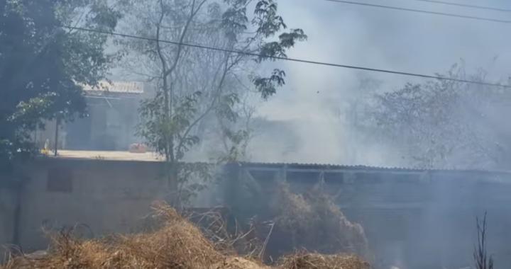Fuego afecta casas en localidad del municipio de Coyuca de Benítez