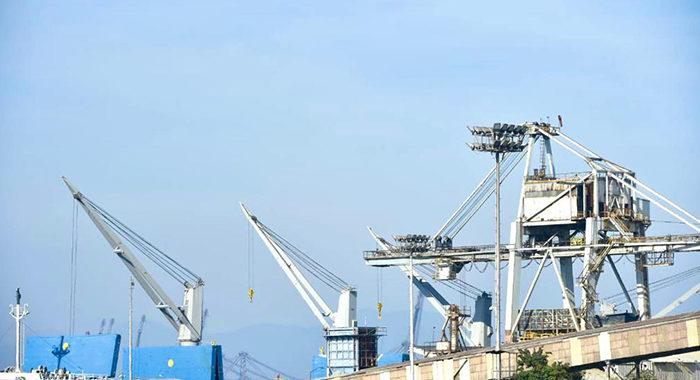 Corredor Transístmico bajo la Marina para evitar privados; LC, un puerto que mueve mucho: AMLO