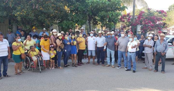 Más calles pavimentadas y un mejor drenaje sanitario para la cabecera municipal, plantea Crescencio Reyes