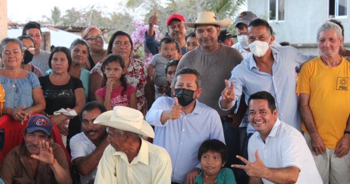 Troncones y La Saladita reafirman su apoyo a Carlos Reyes