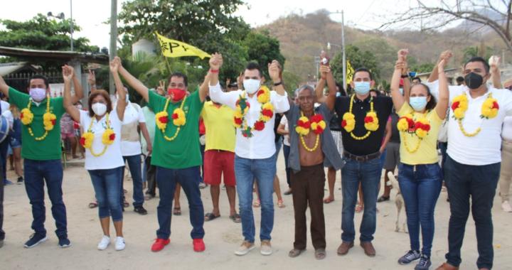 Recibe Yasir el respaldo de colonos de Lomas Bonitas