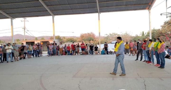Crescencio Reyes continúa recorriendo comunidades de La Unión