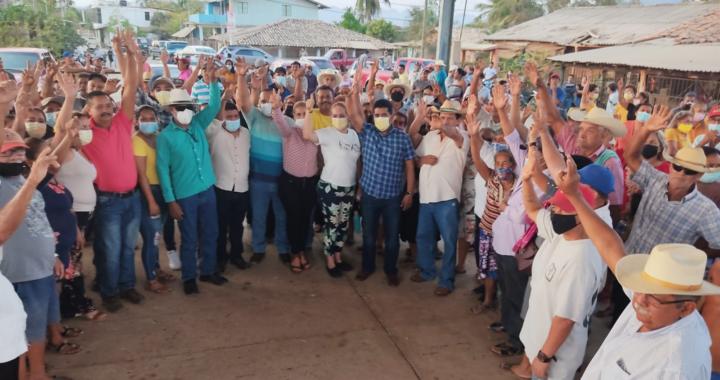Habrá agua potable para todos en Lagunillas, se compromete Crescencio Reyes