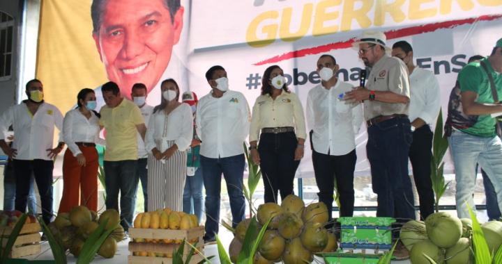 Ofrecen productores de copra y mango su apoyo a Mario Moreno Arcos