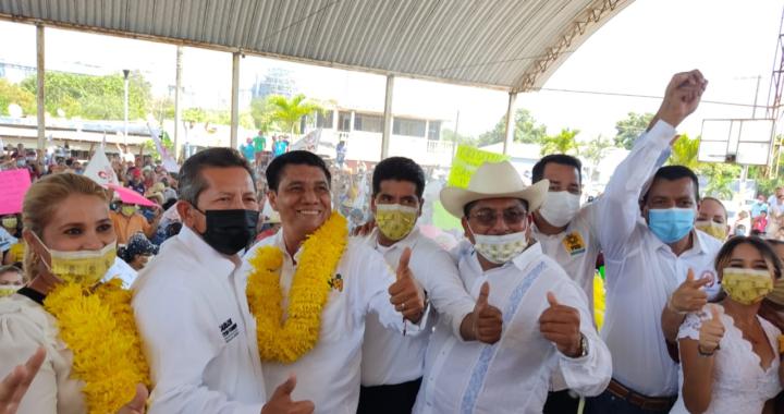 Atenderemos a todos los sectores de La Unión, se comprometen Crescencio Reyes y Mario Moreno en Petacalco