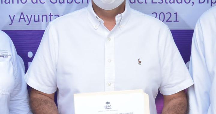 Jorge Sánchez recibió constancia de mayoría por parte del IEPC; será el primer alcalde reelecto en Zihuatanejo