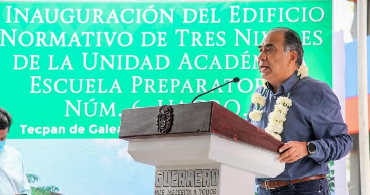 Entrega el gobernador Astudillo obras en Zihuatanejo
