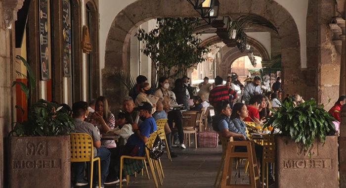 Alza de contagios en Morelia preocupa a autoridades y no descartan, otra vez, reducir horarios y aforos en comercios