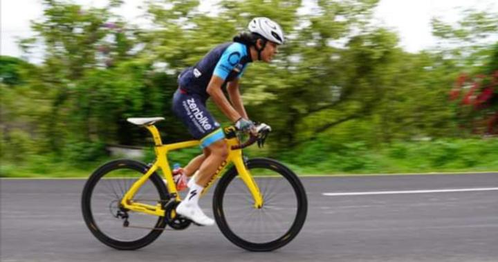 Ciclista de Técpan lucha por convertirse en profesional