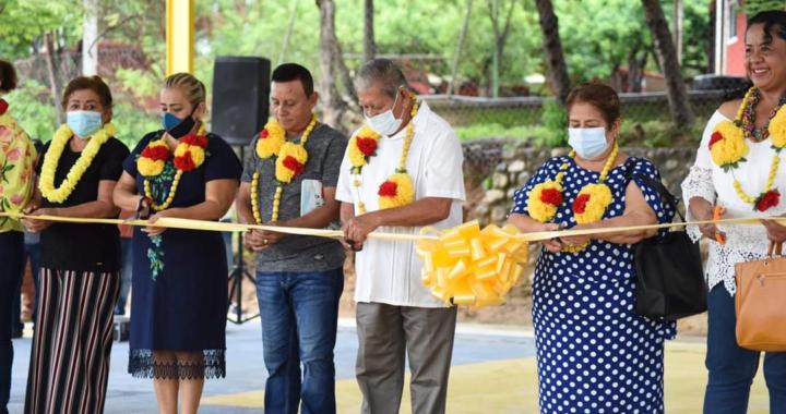 Entrega cancha techada en Los Llanitos, alcalde de Tecpan