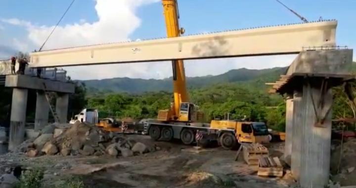 Avanzan trabajos de construcción de puente en la sierra de Técpan