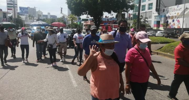 Exigen con una marcha liberación de Vicente Suástegui en Acapulco