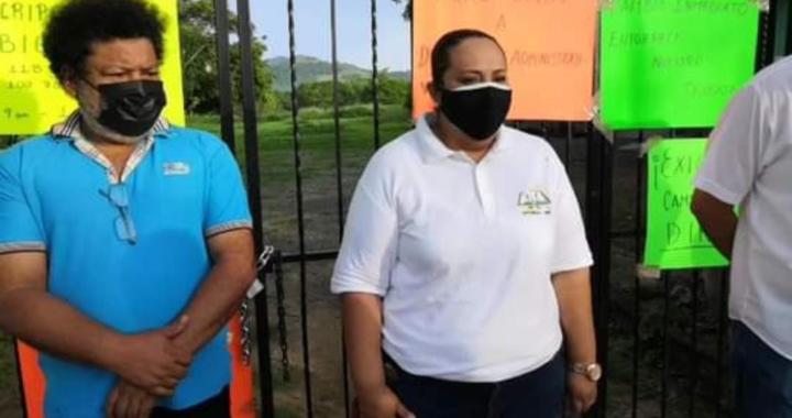 Toman Cobach en El Coacoyul, Zihuatanejo; exigen renuncia del director