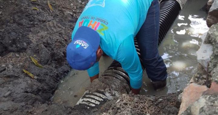 CAPAZ rehabilita colector sanitario dañado por lluvias en El Coacoyul