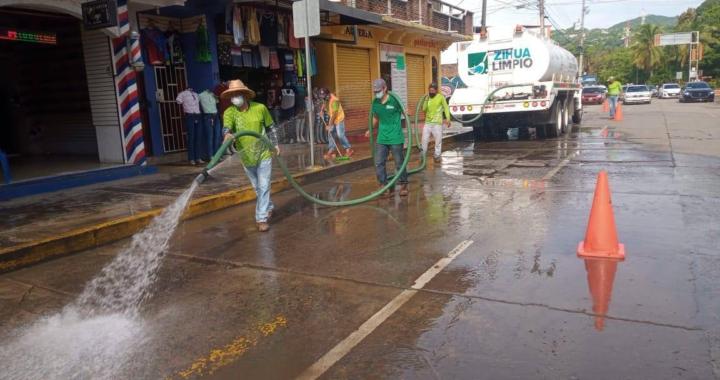 Servicios Públicos retira más de 13 toneladas de lodos y tierra en diferentes puntos de la ciudad.