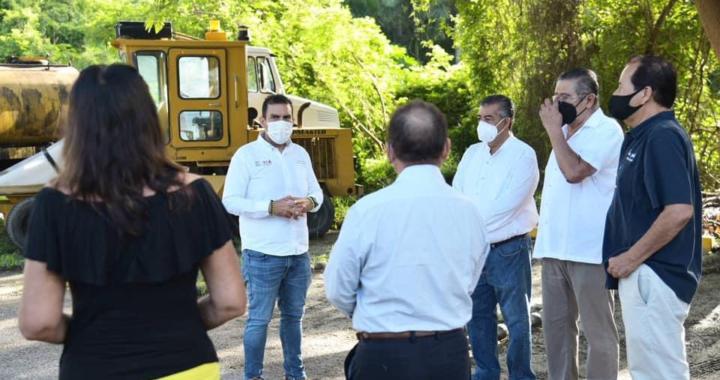 Jorge Sánchez da el banderazo de arranque de dos pavimentaciones más en colonia La Ropa