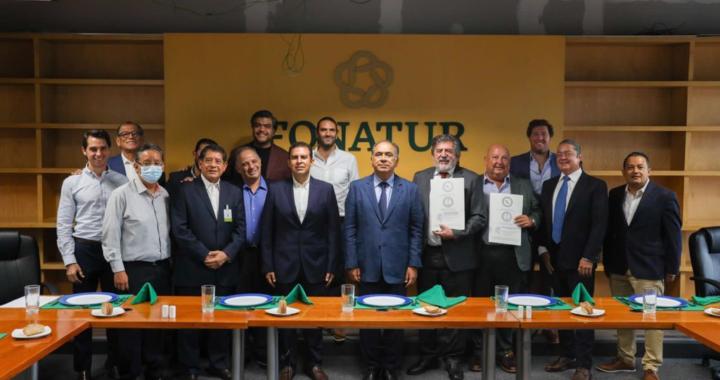 Jorge Sánchez atestigua firma para impulsar relanzamiento del CIP Ixtapa